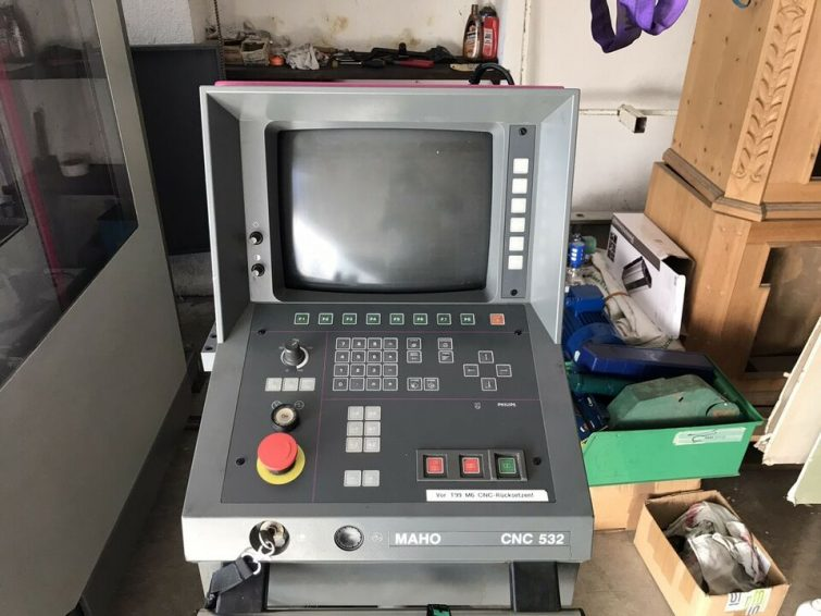 CNC machining center MAHO MH 600E – Grundig 532 CNC control for sale